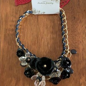 Fashion Necklace with black flowers